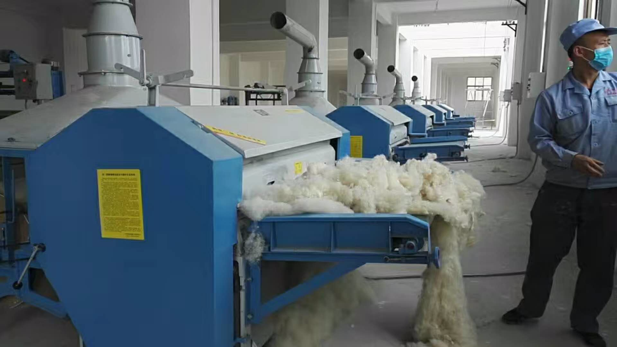 西藏客户购羊毛被加工设备加工羊毛被受欢迎。