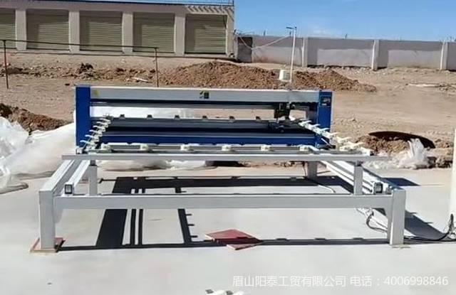 生產羊毛被的電腦絎縫機