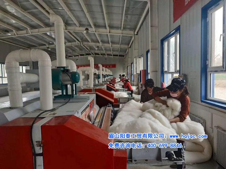 新疆政府扶贫项目,10台精细弹花机安装完成后,试机过程